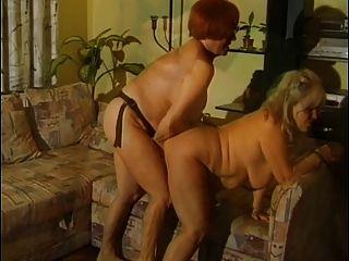 Dos viejas lesbianas se follan