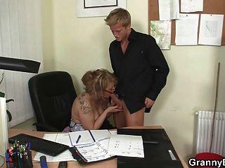 Follando con mi señora jefe madura