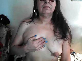 Saggy puffy pezones grandes mayores en la webcam