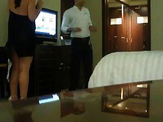 Saudi mujer casada flash housekeeper