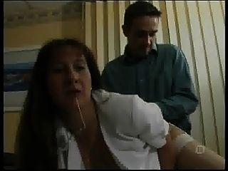 Secretaria francesa madura con medias blancas y vasco