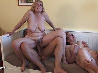 Tres putas maduras cockhungry se sirvió