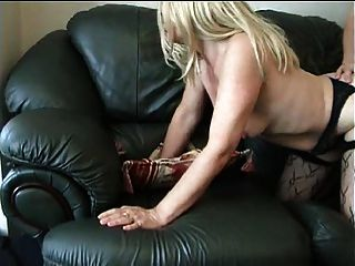 El marido filma a su esposa follando al vecino de al lado!
