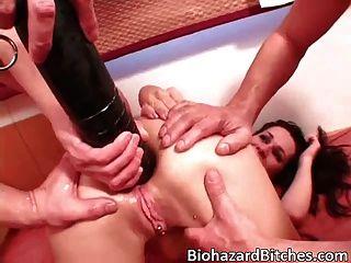 Apretado coño chica morena disfruta de su caliente cogida de dick grande