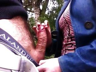 Toque dick en el parque