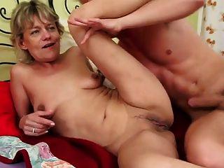Rubia mamá fuck boy