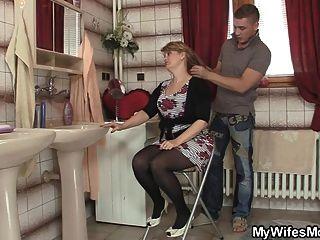Hombre inteligente golpea a su suegra