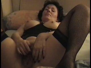Milf peludo maduro masturbándose para el esposo