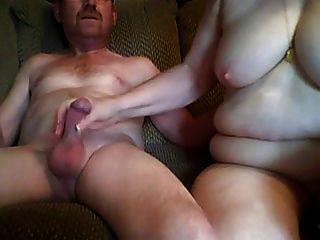 Abuelo y abuela teniendo sexo en la cámara frontal