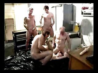 Puta alemana castigada con la parte 3 del tratamiento gangbang áspero