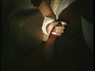 Esposa francesa tocó y lamió en el cine porno (80s)