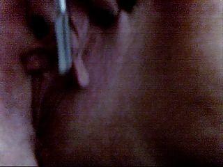 Pandora wanks su gran clítoris y labios con sus pinceles de maquillaje