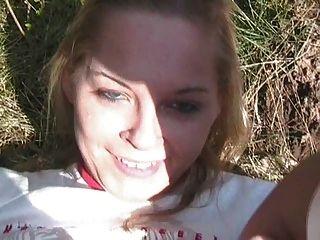 Al aire libre spass mit geiler blondine