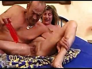 Rizado pareja madura empapar la cama 2