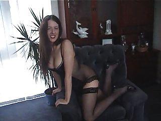 British slut rose te dice cómo patear en un show de cam