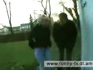 Ronny und sein kameramann machen sich y 3 hausfrauen corrió