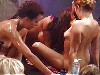 Orgía de aceite lesbiana