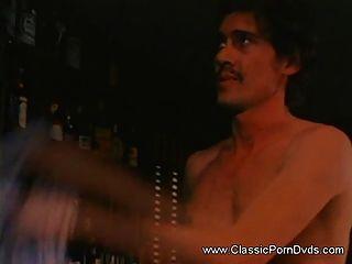 Sexy babe tiene su coño peludo atornillado con un enorme dick