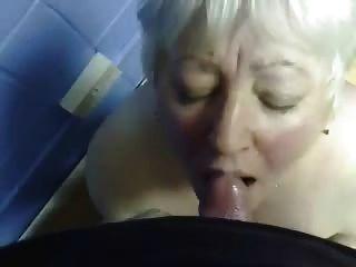 Cumming en la boca de mi vieja tía !!