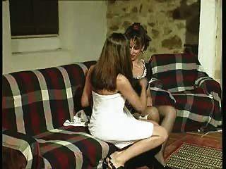 GabrielaCriada es víctima de los deseos de su amante.