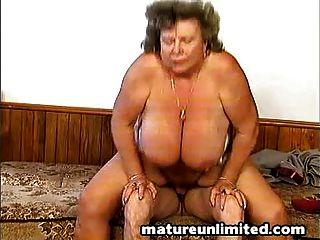 Peludo masivo mamá desnuda