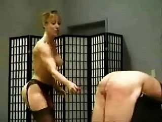 Leda 3 dommes caning esclavo masculino