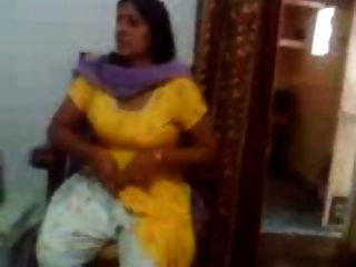 Video de sexo indio de una tía india mostrando sus tetas grandes