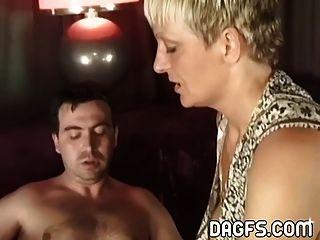Milf tiene sexo anal duro