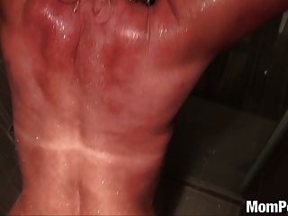 Busty puma follada en la ducha