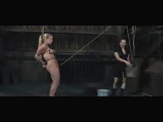 Slave dia zerva lesbianas al aire libre bdsm enema y humillación