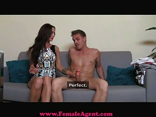 Femaleagent milf exploits tímido hombre en el casting
