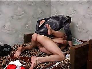 Mamá rusa muestra un poco de amor.