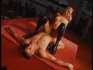 Pornstars haciendo un show en vivo frente al público ... f70