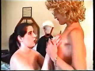 Fantasías de una rica mujer portuguesa en su doncella.