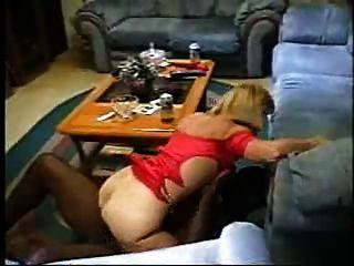 Mamá madura disfrutando de un pene negro
