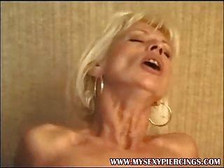 Piercing milf francés sexo anal