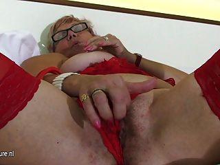 Vieja pero caliente abuela se masturba