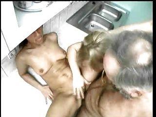 Fumador de pipa crias esposa y hijastra