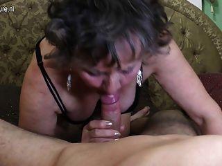 Sucia abuela es follada por su toyboy
