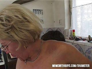 Si mama hacer un sándwich va a joder y alimentar a su cum?