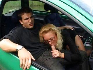 Francés maduro folla anally en un twingo