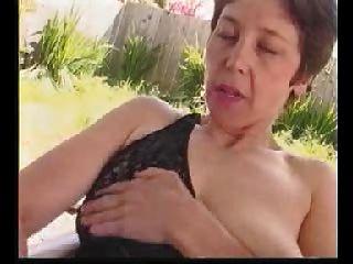 Maduro al aire libre coño peludo frote