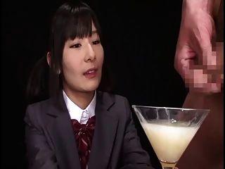 Ryoko hirosaki gokkun tragoCensurado