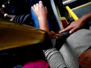 Tacto en las tetas de autobús