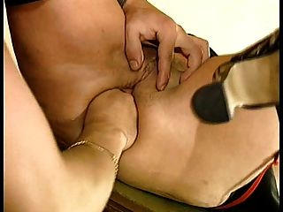 Bea dumas paga por tener su culo abierto!