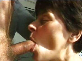 Sexy madre 65 morena madura y un anciano