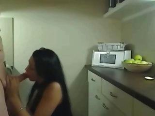 Follando esta caliente mujer engañando caliente en la cocina