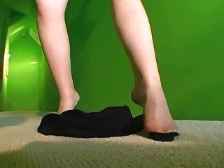 Tiras de MILF calientes en bragas escarpadas y calcetería