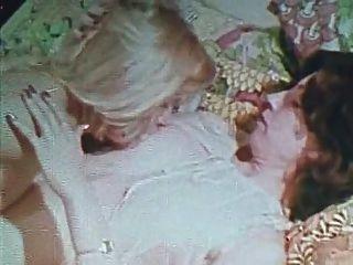 Vintage gold special edition sólo chicas 5 escena 2 escena lesbiana