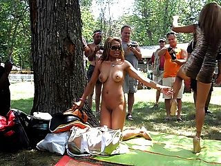 Hermanas filipinas posando en desnudos un poppin 2012